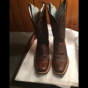 Ariat western style boot